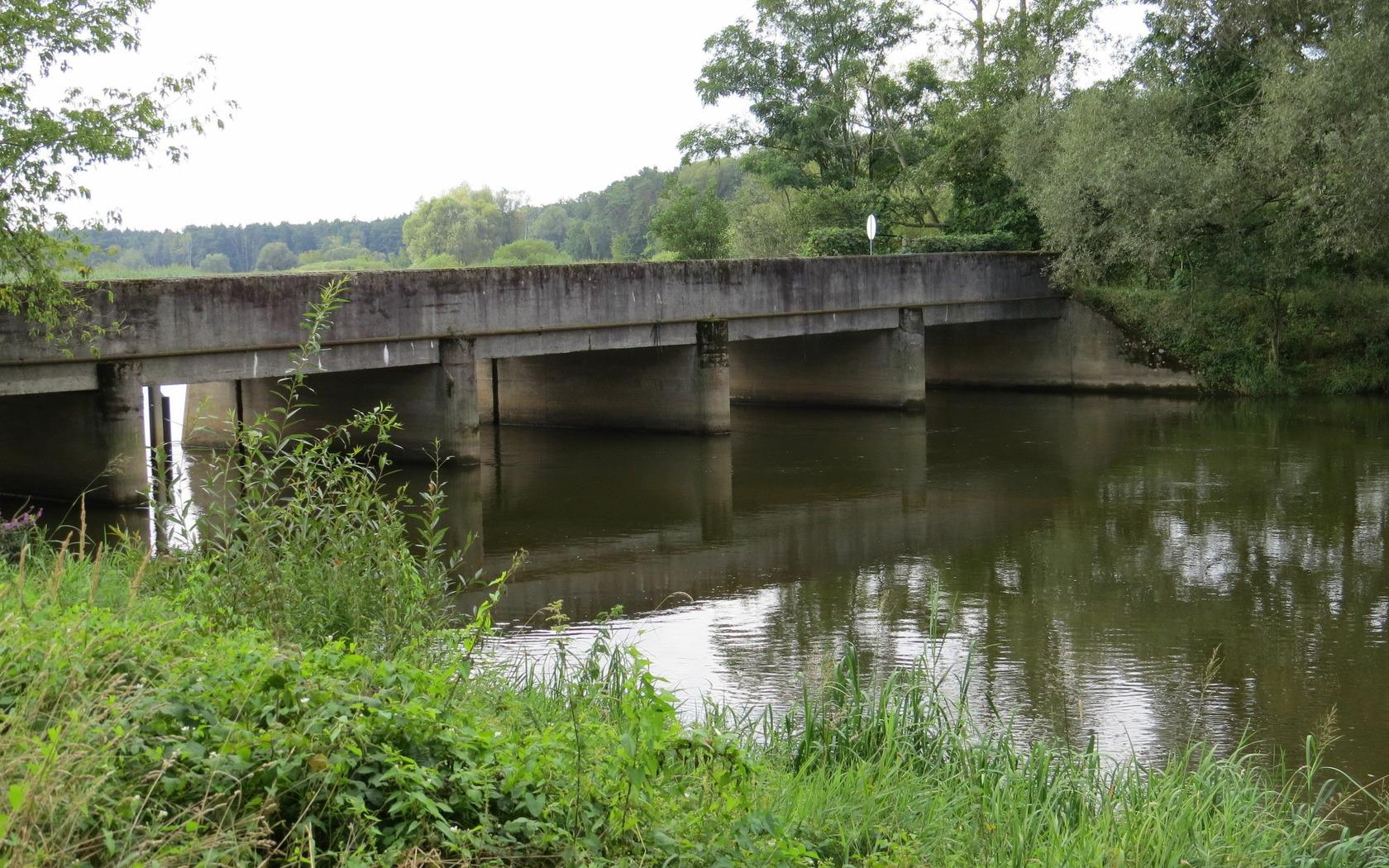 Wehr zum Wasserkraftwerkskanal Grießen, Ansicht vom Kanal, Foto: M. Zahn