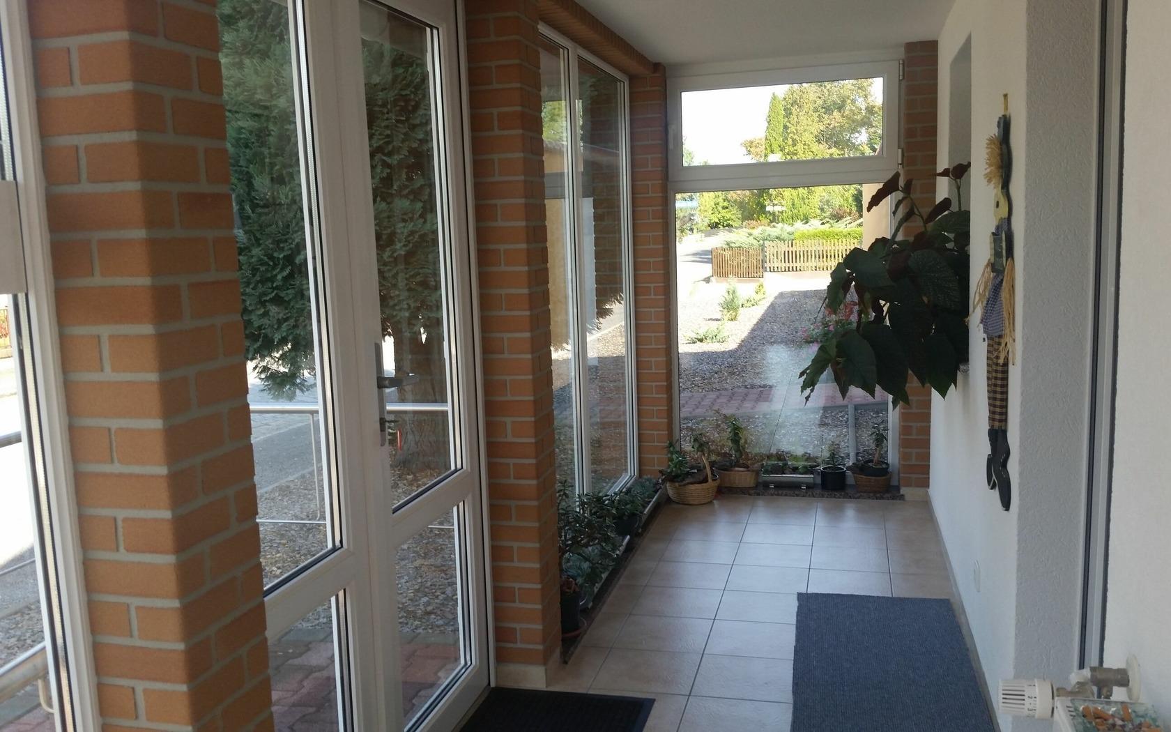 Eingangsbereich Zimmervermietung Groß-Gastrose, Foto: MuT Guben
