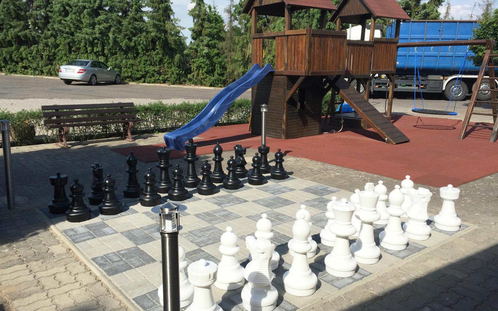 Bergschänke & Berghotel, Aussenbereich mit Spielmöglichkeiten, Foto: MuT Guben