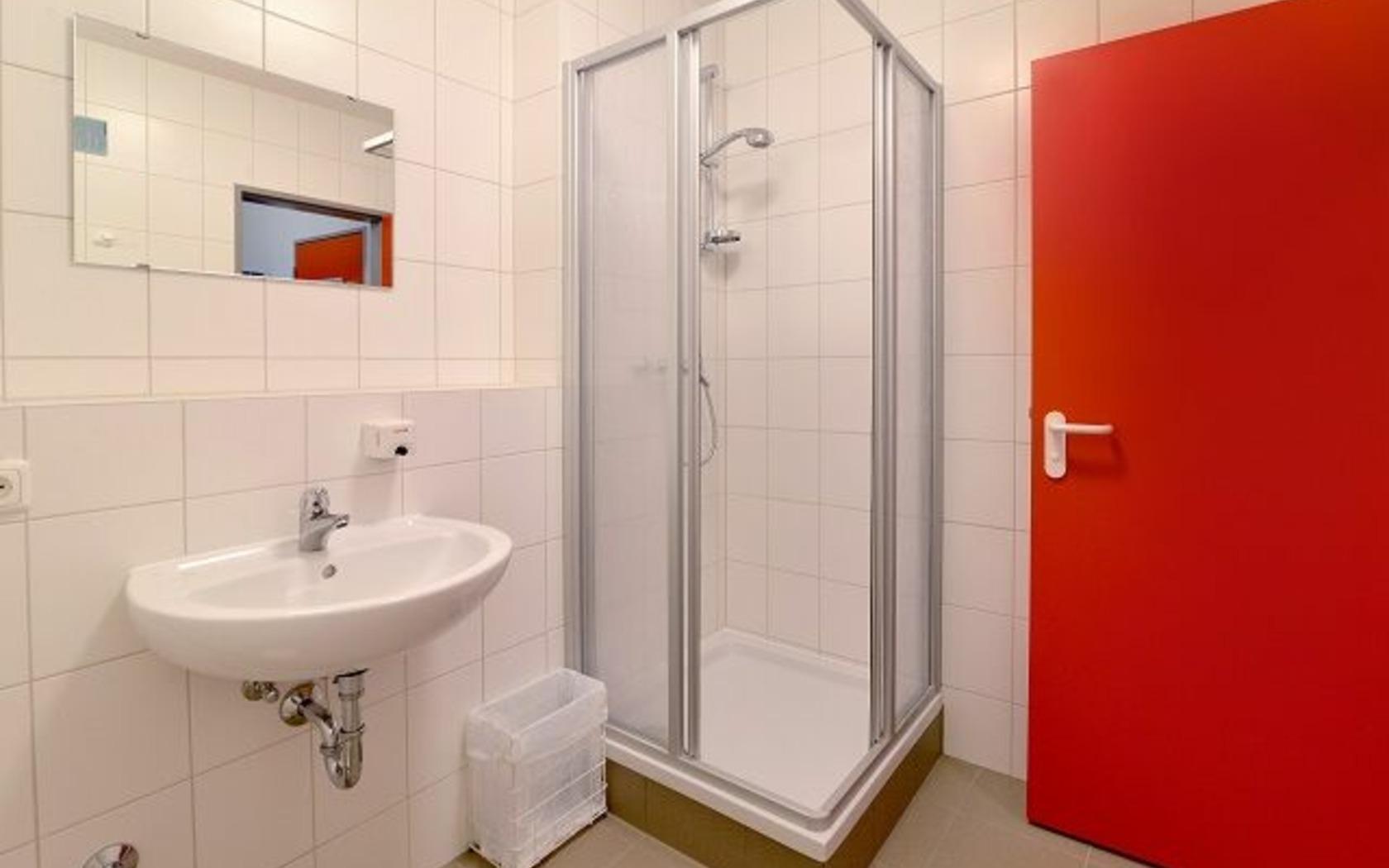 Hostel Guben, Beispiel Bad, Foto: MuT Guben