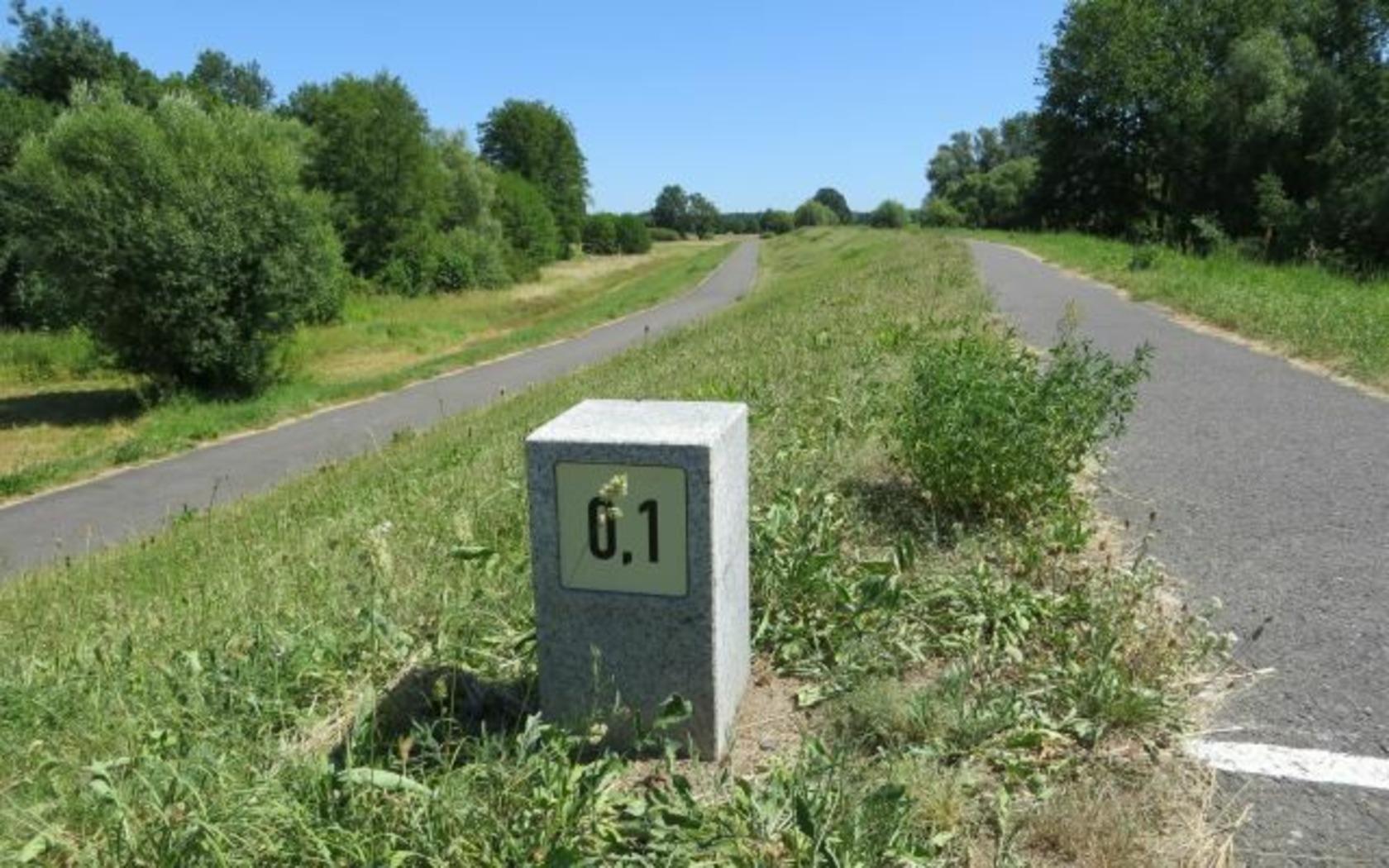 Kilometerstein am Oder-Neiße-Radweg, Foto: Info-Punkt Amt Lebus