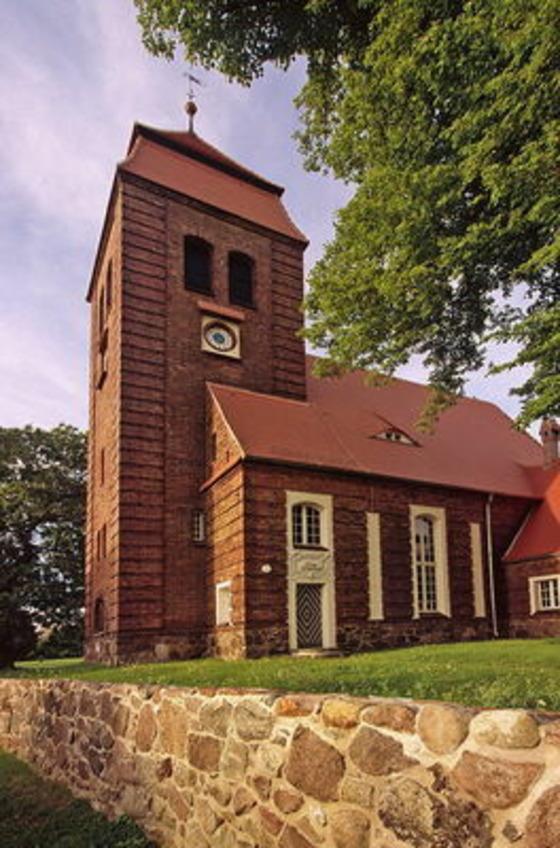 Dorfkirche Pinnow, Foto: MuT ― Marketing und Tourismus Guben e.V.