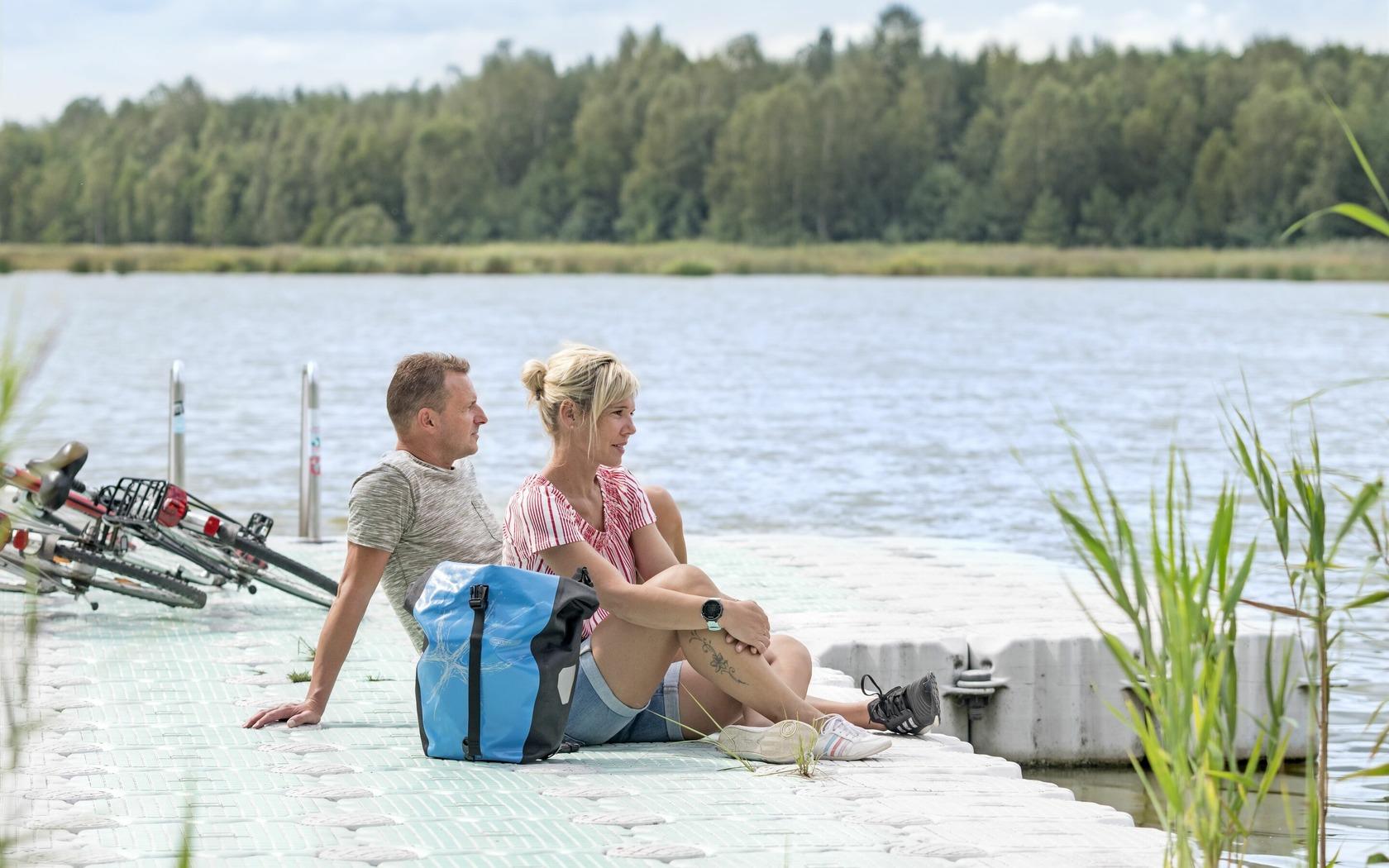 Radfahrer am Pastlingsee, Foto: Nada Quenzel, Lizenz: Tourismusverband Lausitzer Seenland e.V.